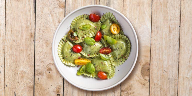 Girasoli broccoli, spinaci e olive con pomodorini, basilico, pepe nero e rosa