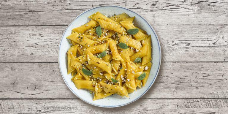 Pennette fresche ripiene Parmigiano Reggiano DOP con mandorle, salvia e pepe