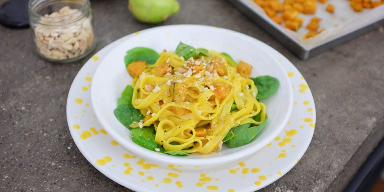 Gluten-free Tagliatelle with pumpkin, spinach and peanuts by Gnambox