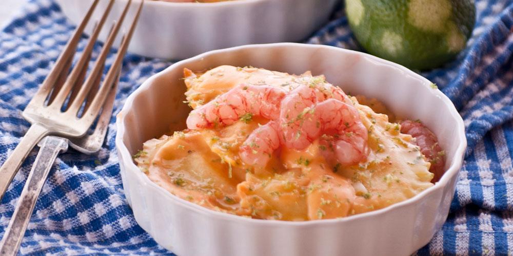 Granpanzerotti ai gamberi e polpa di granchio con gamberi in salsa leggera di burrata e ciliegini al profumo di lime