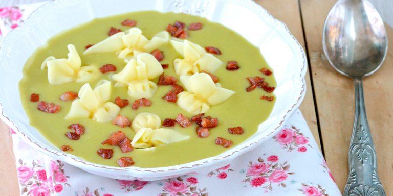 Zuppa di piselli spezzati con Perline al prosciutto crudo (Olanda)
