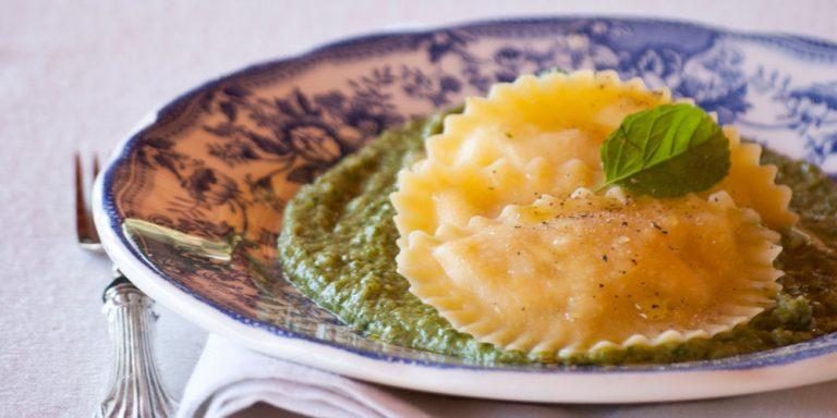 Granpanzerotti gamberi e polpa di granchio alla salsa verde