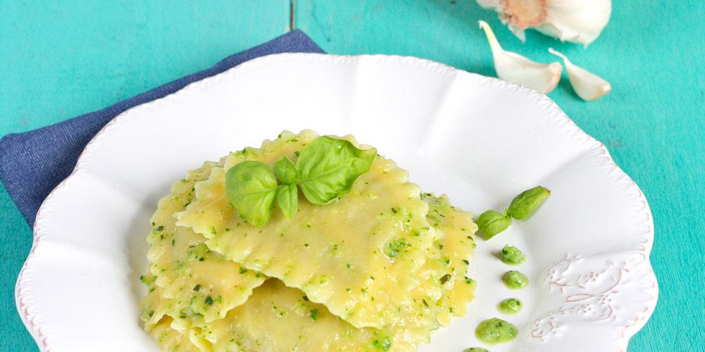 Granpanzerotti ricotta, spinaci e scorza di limone con crema di zucchine profumata al basilico