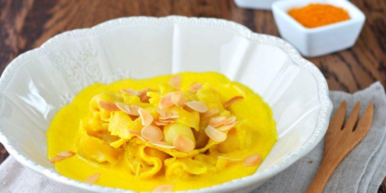 Tortellini Senza Glutine al prosciutto crudo su crema di peperoni gialli alla curcuma