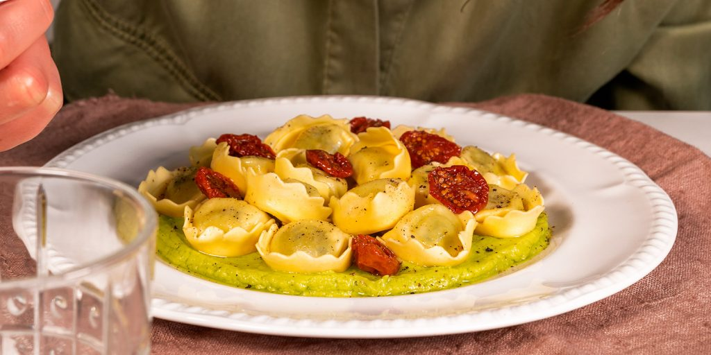 Tortellini Ricotta e Spinaci avocado pomodorini