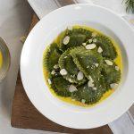 Girasoli veg-bio ai broccoli serviti su besciamella con latte di riso e zafferano