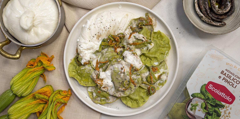 L'estate in tavola con i nostri Medaglioni basilico e pinoli: pasta fiori di zucca, burrata e acciughe