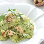 Granpanzerotti con ricotta, spinaci e scorza di limone: pasta con pesto di rucola e noci