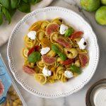 Insalata di pasta ricetta per l'estate con i nostri Tortellini senza glutine ripieni di Prosciutto Crudo