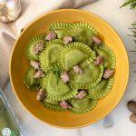 Pasta con broccoli e salsiccia: Girasoli con Broccoli, spinaci e olive con gustosa salsiccia